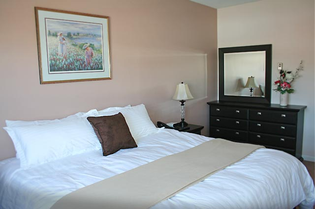 Deluxe room with 2 double beds located on Main Street, Whitehorse